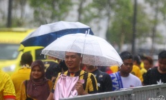 Đại chiến Việt Nam vs Malaysia: Bukit Jalil 'thất thủ' vì mưa lớn