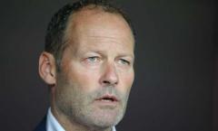 HLV Blind càm ràm chấn thương phá tuyển Hà Lan