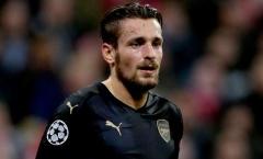 Debuchy bất mãn với ban huấn luyện Arsenal