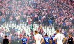 Chùm ảnh: CĐV Croatia hóa 'khủng bố', cầu thủ sợ chết khiếp