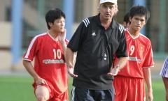 Cựu HLV trưởng tuyển Việt Nam - Alfred Riedl qua đời!