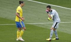 Thủ thành Buffon bịt miệng 'cười' Ibra 'vô dụng'