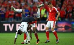 Cựu cầu thủ M.U ngã cắm đầu ngày Pháp nắm tay Thụy Sĩ vào vòng trong
