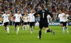 Vượt qua Italy, Đức đã trút bỏ đi một gánh nặng của lịch sử