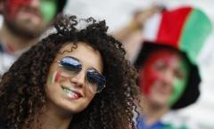 Nữ fan cuồng thiêu đốt khán đài Stade de Bordeaux
