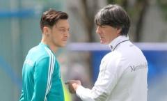 Sau Emery, đích thân Joachim Low lên tiếng về việc đến Arsenal gặp Ozil