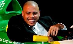 Ronaldo đằng sau sân cỏ: 'Tay bạc' hạng nặng, chủ tịch và diễn viên