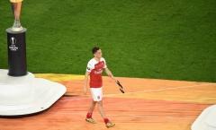'Arsenal thua 4-1, nếu là cậu ta tôi sẽ xấu hổ và cúi gằm mặt xuống'