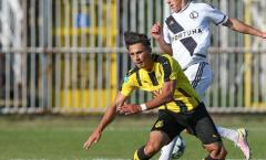Sao trẻ Dortmund bị gãy gập chân