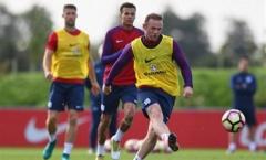 Chùm ảnh: Rooney miệt mài tập luyện trong màu áo tuyển Anh