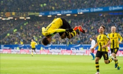 Aubameyang lập cú poker, Dortmund thắng lớn đội cuối bảng Bundesliga