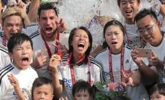 Thế giới bóng đá sắp chứng kiến nam và nữ HLV đọ tài