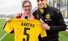 Sao Dortmund kí tặng áo đấu cho 'CĐV dũng cảm nhất quả đất'