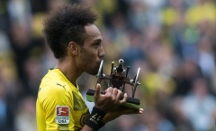 Ấn định chiến thắng cho Dortmund, Aubameyang ẳm luôn 'khẩu pháo' về nhà