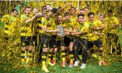 Vô địch giải trẻ, U19 Dortmund lên tinh thần cho đàn anh