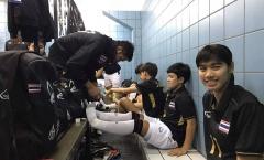 Tuyển Futsal Thái phải dùng toilet làm phòng thay đồ
