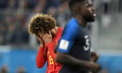 Pogba làm gì để an ủi người đàn anh Fellaini sau trận?