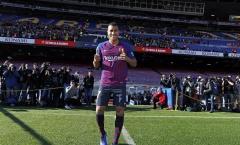 Tân binh Barca 'chào sân' Camp Nou, chính thức nhận số áo mới