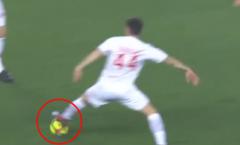 Rời Chelsea, Fabregas gây bão với cách chuyền bóng mới
