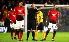 Young, Smalling rủ nhau báo hại, Man United rơi vào thế khó cuộc đua top 4