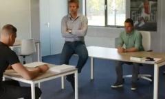 CHOÁNG! Tân binh Ajax bị Van Der Sar bắt... chép phạt 1000 lần