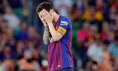 Messi ôm mặt, bất lực chứng kiến Barca trượt dài trong thất vọng