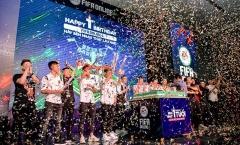 Bất ngờ hành động đội trưởng tuyển Việt Nam tại Đại tiệc Offline - sinh nhật 1 tuổi FIFA Online 4