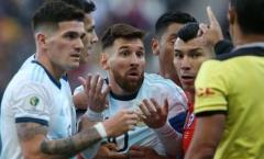 SỐC! Nhận thẻ đỏ rời sân, Messi điên tiết tuyên bố một câu xanh rờn