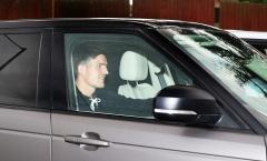 NÓNG! Lộ hình ảnh đầu tiên của Maguire sau buổi kiểm tra y tế ở Man Utd