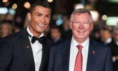 Sir Alex làm điều bất ngờ với Ronaldo trong ngày đi vào sách sử