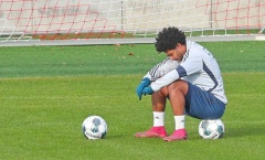 Trụ cột thất thần, ngồi gục 1 chỗ khiến Bayern không khỏi lo lắng