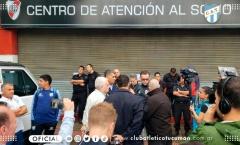 CHOÁNG: Ông lớn Nam Mỹ đóng chặt SVĐ, không cho đội khách vào thi đấu