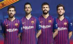 Quá khốn khổ, BLĐ Barca buộc phải 'khẩn cầu' ngôi sao vì một điều