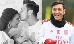 """Không thi đấu, Mesut Ozil vẫn được """"lên chức"""""""