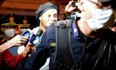 Ronaldinho lần đầu xuất hiện sau khi ra tù, kiếp nạn vẫn chưa kết thúc