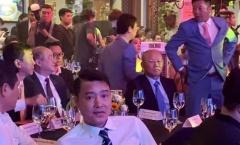 Vì sao HLV Park Hang-seo chỉ bắt tay HLV Lê Huỳnh Đức trên sân khấu?