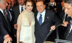 'Bố già' Milan tặng bạn gái 20 triệu euro sau khi chia tay