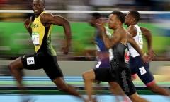 Bolt quay lại nhìn đối thủ khi về nhất tạo cảm xúc ở Olympic
