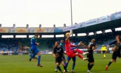 Trọng tài tai tiếng Cakir thổi quả penalty không tưởng