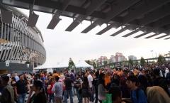Trước lễ bế mạc SEA Games 29: Dòng người từ mọi ngả tập kết về Bukit Jalil