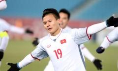 """""""Người hùng"""" Quang Hải nhận quà đặc biệt trước trận chung kết gặp Uzbekistan"""