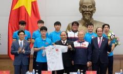 Áo đấu, quả bóng U23 Việt Nam tặng Thủ tướng có giá khởi điểm 2 tỉ đồng