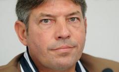 Cựu tiền vệ Schalke 04 làm GĐKT tại VFF
