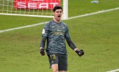 Phong độ sáng chói, Courtois gửi lời thách đấu đến 'găng tay vàng' La Liga