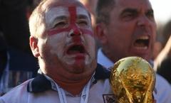 Cổ động viên Anh khóc như mưa sau thất bại của đội nhà