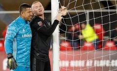 Thủ môn Real Salt Lake cười đau khổ trước hat-trick của Rooney ở MLS
