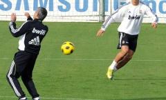 'Ronaldo tập với chúng tôi như với con anh ta vậy'