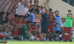 'Bất bình' với học trò, thầy Park lao xuống sân trực tiếp chỉ đạo U22 Việt Nam