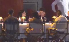 Được nghỉ ngơi, Ronaldo và bạn gái làm gì?