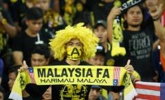 CĐV Malaysia 'đốt lửa' khán đài Shah Alam như thế nào?